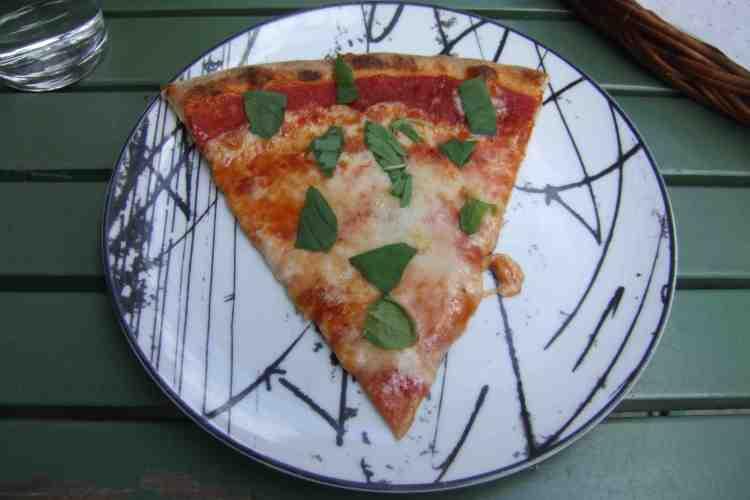 ctmy39-pizza med fersk basilikum