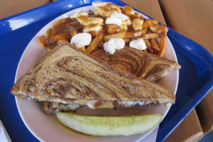 ctmy115-grilled-cheese-poutine